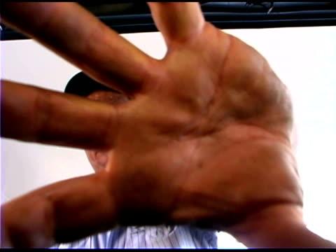vídeos y material grabado en eventos de stock de close-up of auto mechanic's hand - un solo hombre maduro