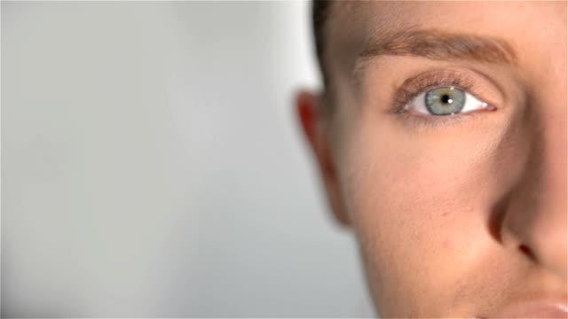 Nahaufnahme von blauen Schöne Augen