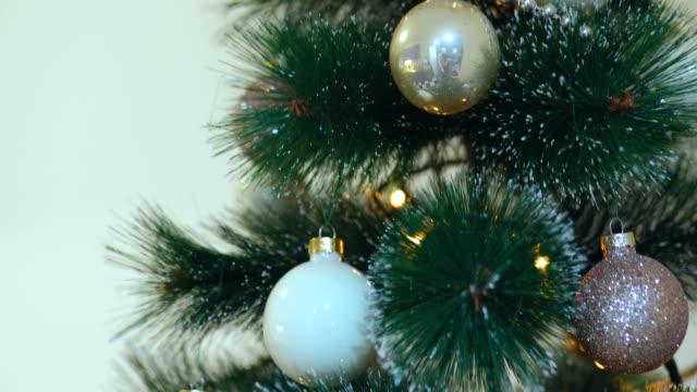 Close-up van kerstboom decoraties