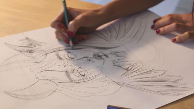 vídeos de stock, filmes e b-roll de close-up de desenho de mão feminina com lápis - desenhar atividade