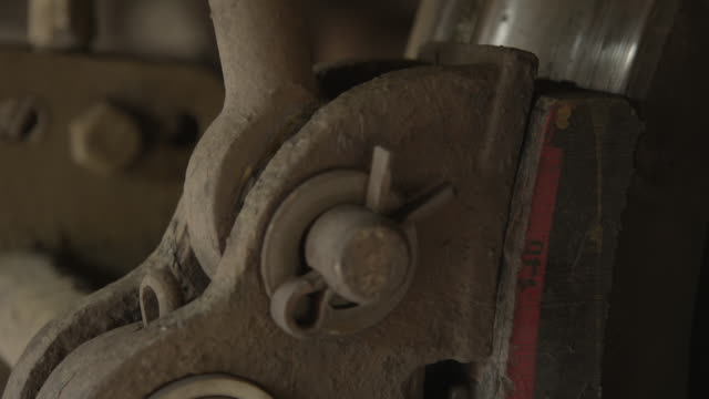 vídeos de stock e filmes b-roll de close-up of heavy-duty joints of a train braking system as brake pads are released from wheels during a safety test, india [with audio]. - ferro metal