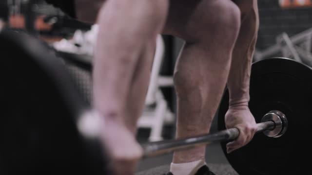 vídeos y material grabado en eventos de stock de closeup of male weightlifting barbell at the gym - body building