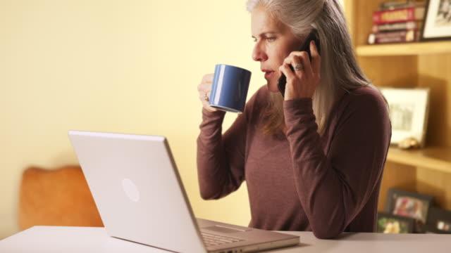 vídeos de stock e filmes b-roll de closeup of mature caucasian woman drinking - idoso na internet