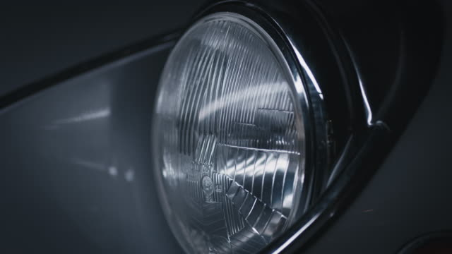 close-up of reflection on vintage car headlight - fanale anteriore video stock e b–roll