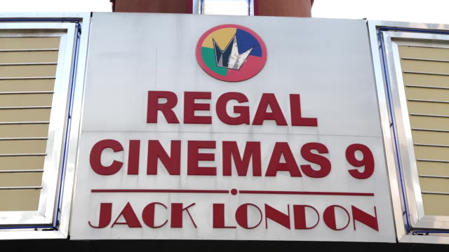 stockvideo's en b-roll-footage met close-up of regal cinemas name sign. more than 7,000 movie screens will be dark in the u.s. this weekend as the regal theater chain said it will shut... - informatiebord