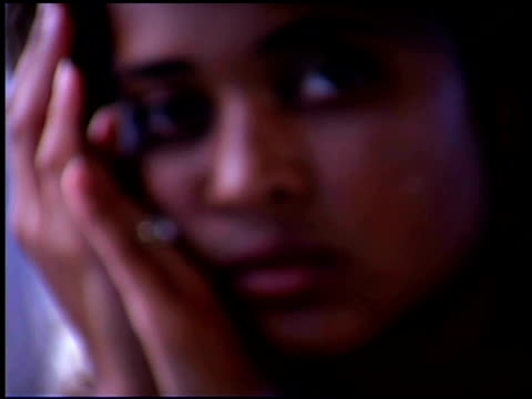 close-up of sad woman - aufblenden stock-videos und b-roll-filmmaterial