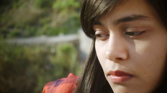 vídeos y material grabado en eventos de stock de primer plano de mujer joven serena pensamiento. - mirar hacia abajo