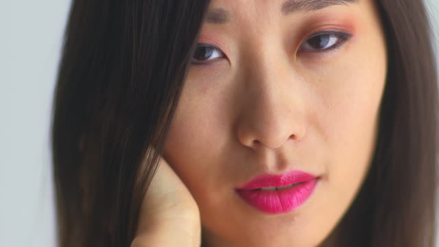 closeup of sexy chinese woman looking at camera - 中国人点の映像素材/bロール