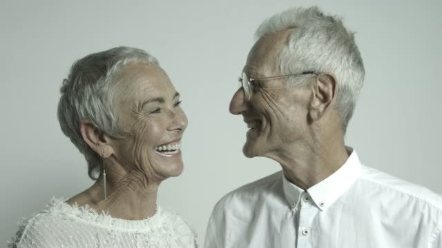 close-up of smiling retired senior couple - angesicht zu angesicht stock-videos und b-roll-filmmaterial
