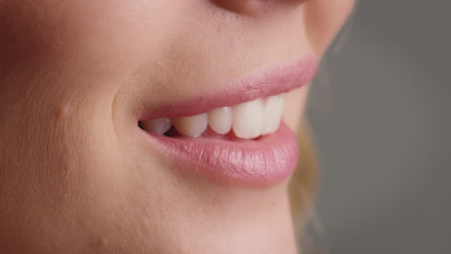 nahaufnahme der lächelnden frau mit rosa lippen - lippenstift stock-videos und b-roll-filmmaterial