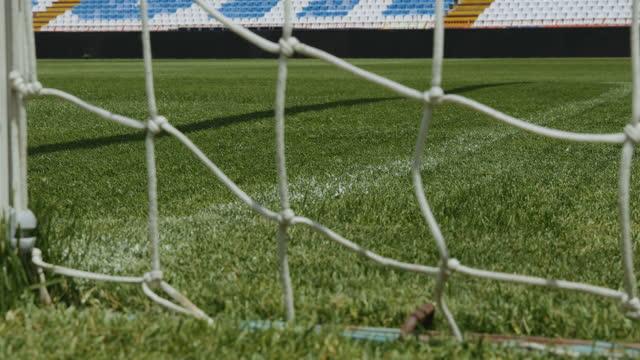 vídeos de stock e filmes b-roll de close-up of soccer net and white line on a field - campo desportivo