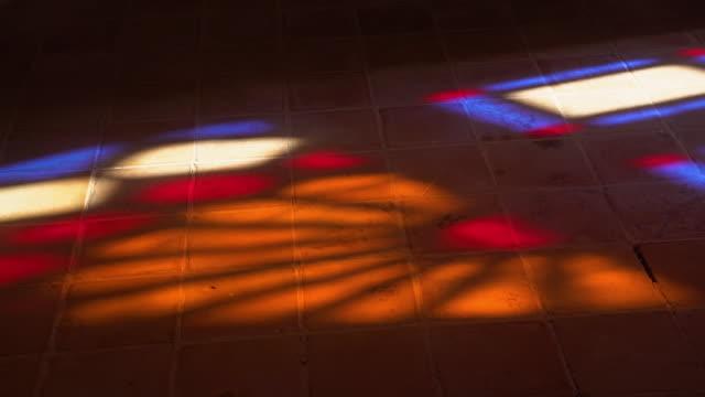 vídeos y material grabado en eventos de stock de closeup of stained glass reflection on floor - vidriera de colores