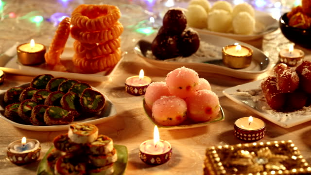 stockvideo's en b-roll-footage met close-up of sweets, delhi, india - zoet voedsel