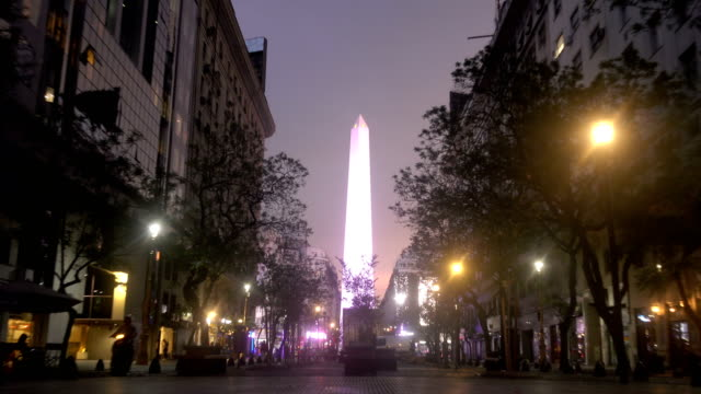vídeos de stock e filmes b-roll de close-up of the obelisk of buenos aires in the evening - obelisk