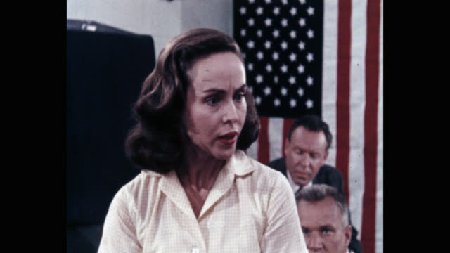 vidéos et rushes de close-up of woman angrily talking in meeting with american flag in background - voix