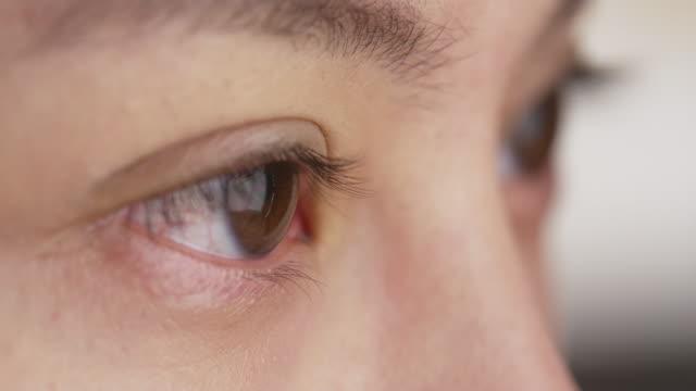 closeup of woman's eyes - 中国人点の映像素材/bロール