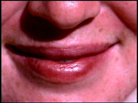 vídeos y material grabado en eventos de stock de close-up of woman's mouth smiling - una sola mujer madura