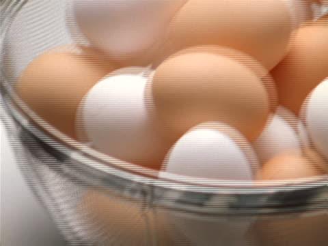 vídeos y material grabado en eventos de stock de close-up pan of a kitchen strainer full of white and brown eggs - unknown gender