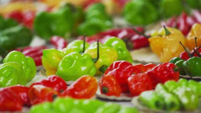close-up pan of pepper varieties at a market in rio de janeiro, brazil - peperone video stock e b–roll
