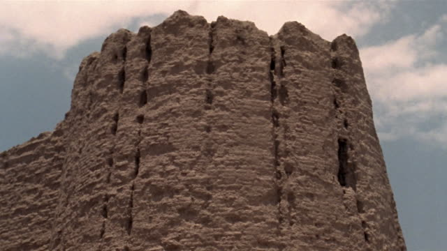 1999 close-up pan ruins of ancient adobe wall remaining in iranian desert/ bam, kerman province, iran - antico condizione video stock e b–roll