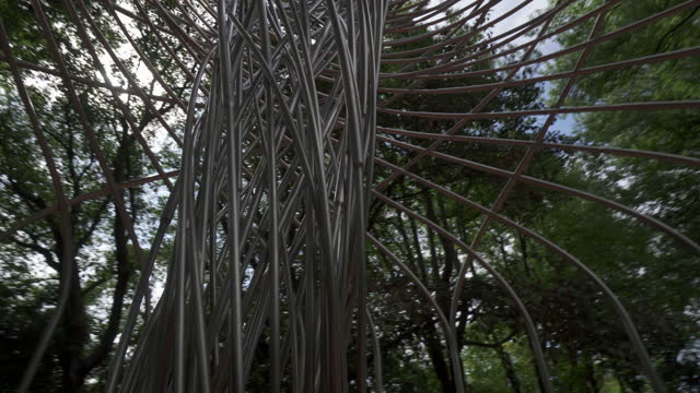 vídeos de stock, filmes e b-roll de close-up panning shot of artistic metal shade in garden against sky - porto, portugal - panning