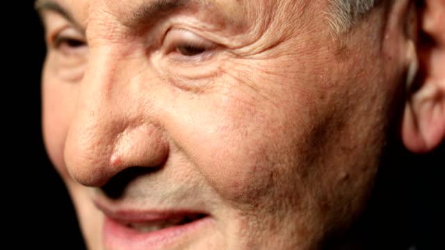 stockvideo's en b-roll-footage met close-up portret van zakenman met bruine ogen - formeel portret