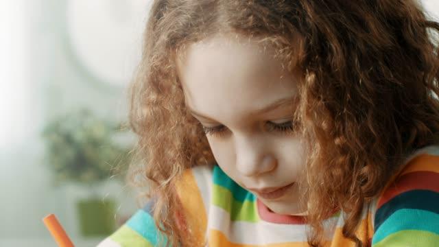 vídeos de stock e filmes b-roll de close-up, school girl doing homework - correspondência
