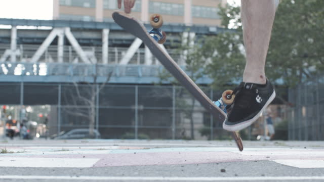 closeup shot of a skateboarder in slow motion - 柵点の映像素材/bロール