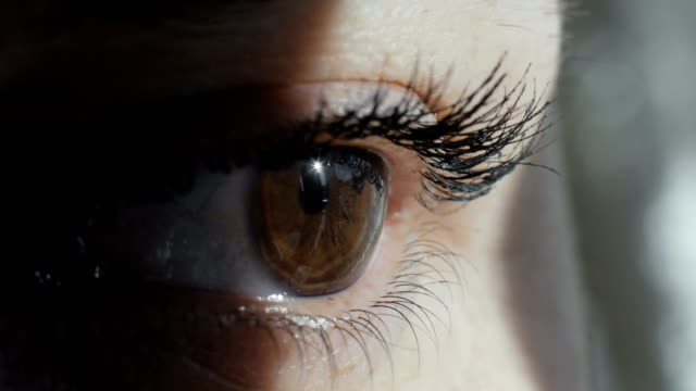 close-up shot of an eye - primissimo piano video stock e b–roll