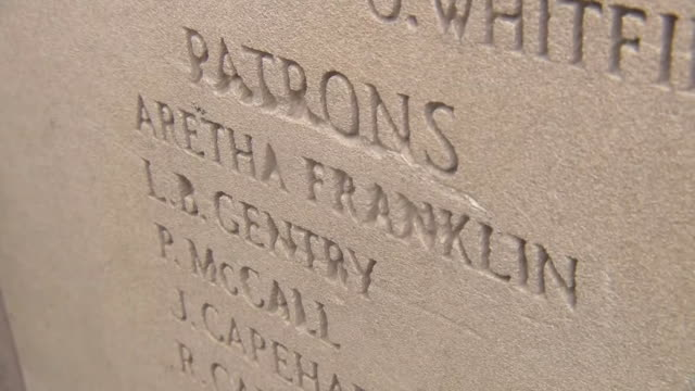 closeup shot of aretha franklinõs name engraved outside the new bethel baptist church in detroit michigan on august 16 2018 - baptist stock videos & royalty-free footage