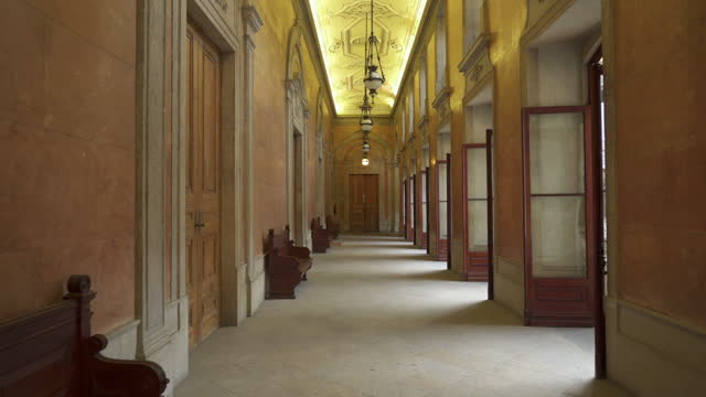 close-up shot of beautiful hallway of bolsa palace - porto, portugal - wood material video stock e b–roll