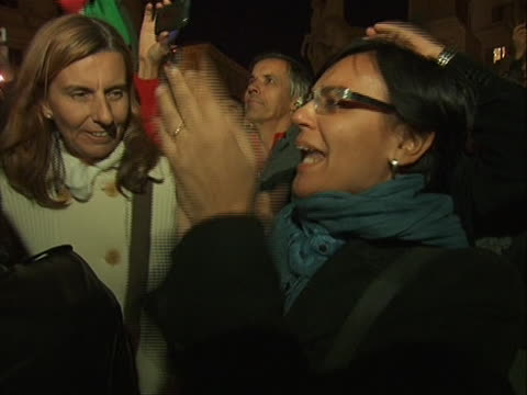closeup shot of citizens celebrating the resignation of prime minister silvio berlusconi he stepped down after failing to pass costcutting measures... - business or economy or employment and labor or financial market or finance or agriculture video stock e b–roll