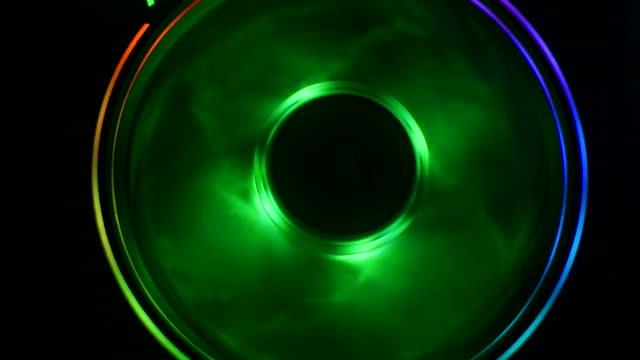 vídeos y material grabado en eventos de stock de toma de primer plano del enfriador de luz multicolor cpu de la computadora - tablero de circuitos