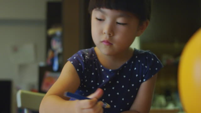 close-up shot of little girl drawing at home. - childhood点の映像素材/bロール