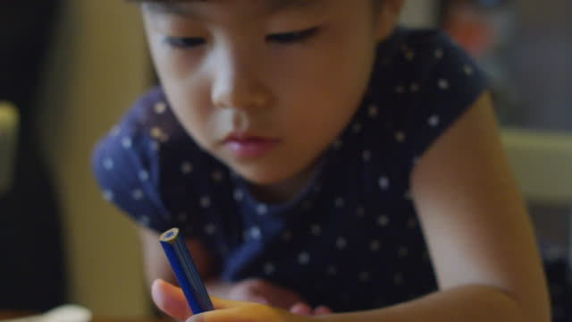 close-up shot of little girl drawing at home. - ライフスタイル点の映像素材/bロール