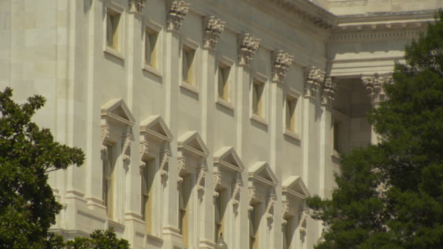 stockvideo's en b-roll-footage met close-up shot of ornate windows on the capitol building, washington, d.c., usa. - senaat verenigde staten