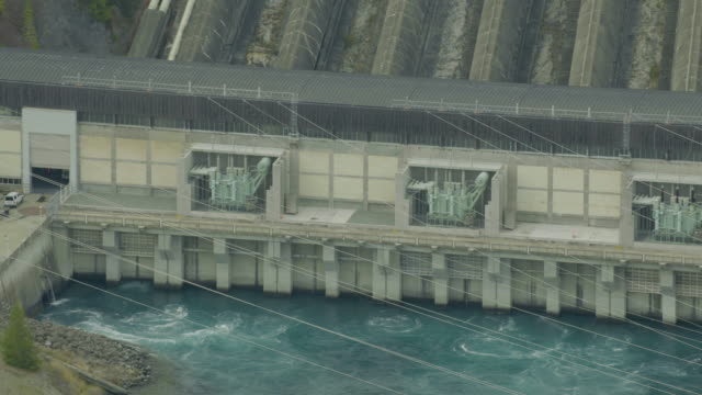 vídeos de stock e filmes b-roll de close-up shot of the benmore dam - energias renovaveis
