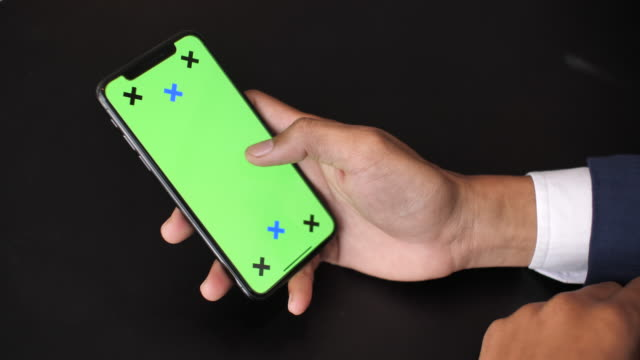 Nahaufnahme der Verwendung von digitalen Smart Phone mit Green Screen