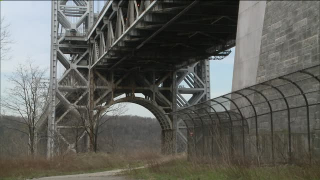 closeup shots of aging infrastructure of the gwb at george washington bridge on may 01 2014 in new york city - 復元する点の映像素材/bロール