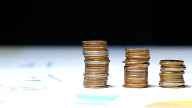 Närbild Stack av mynt på finansiella dokument, finansiella och affärsidé