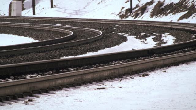 close-up static shot of railroad track turn. - プロボ点の映像素材/bロール