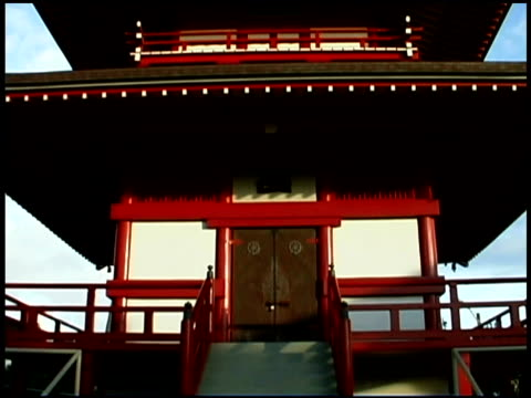 stockvideo's en b-roll-footage met close-up tilt up of a buddhist pagoda. - torenspits