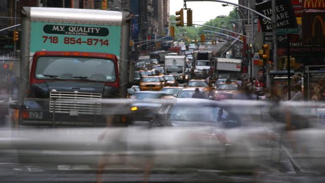 close-up times square traffic, time lapse - artbeats bildbanksvideor och videomaterial från bakom kulisserna