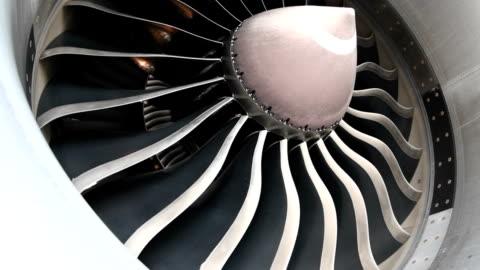vídeos y material grabado en eventos de stock de motor de turbina de primer plano - vehículo aéreo