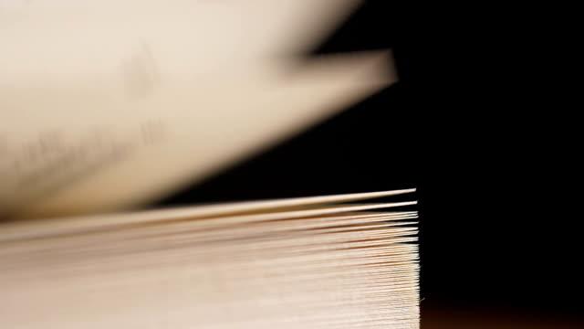 vídeos de stock e filmes b-roll de close-up turning book pages - página