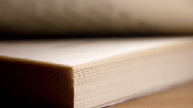 vídeos de stock e filmes b-roll de close-up turning book pages - capa de livro