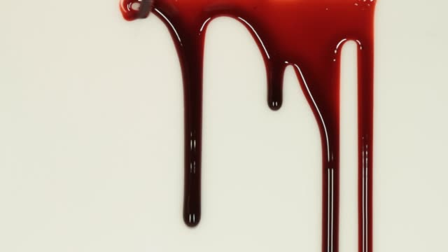 stockvideo's en b-roll-footage met close-up video van bloed - klodder vorm