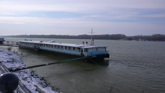 close-up view of ships, platforms and barges anchored on danube riverbank in wintertime - pavel gospodinov stock videos & royalty-free footage