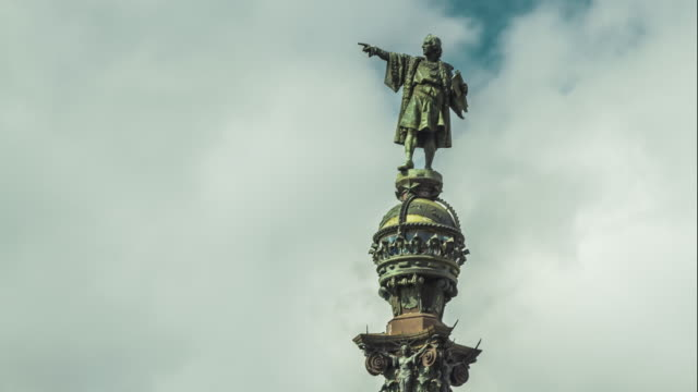 close-up view of the monument of christopher columbus, barcelona, spain. - cristoforo colombo video stock e b–roll