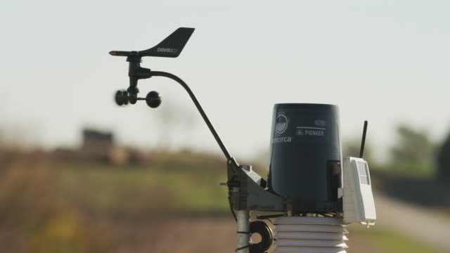 vídeos de stock e filmes b-roll de closeup weather monitor station on a farmstead. - condições meteorológicas